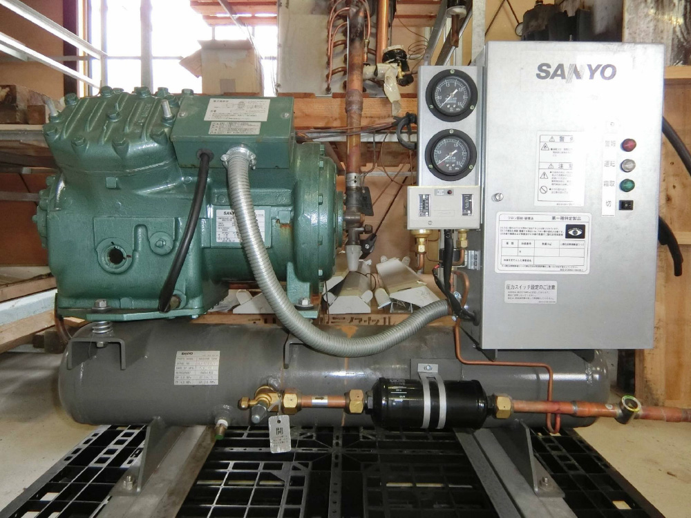 リモート空冷式冷凍機(三洋電機・LCU-NL100P-T/7.5kw・R-404A)元-2